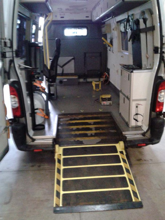 2015 Medix Ford Transit Type Ii Ambulance: 2010 RENAULT MASTER LM35 DCI 120 AMBULANCE